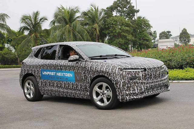 Lộ thiết kế chi tiết xe VinFast mới vừa chạy thử tại Việt Nam: SUV to ngang Honda CR-V, 2 tùy chọn động cơ xăng và điện - Ảnh 3.