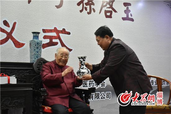 Quốc y Đại sư TQ 95 tuổi: Ăn uống tốt đến mấy cũng không đủ, phải vận động tốt, tinh thần tốt - Ảnh 4.