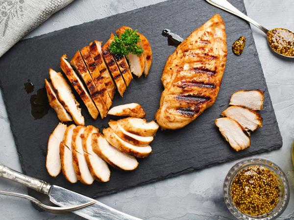 Ức gà hay cánh gà bổ dưỡng hơn? Tiết lộ cách nấu thịt gà tốt nhất - Ảnh 1.
