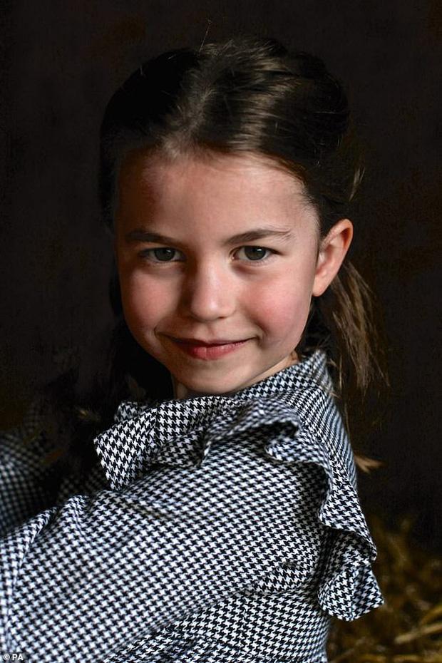 Nhìn lại năm 2020 của Hoàng gia Anh qua loạt ảnh nhiều like nhất: Những đứa trẻ nhà Công nương Kate nằm top, Meghan - Harry cũng có phần - Ảnh 3.