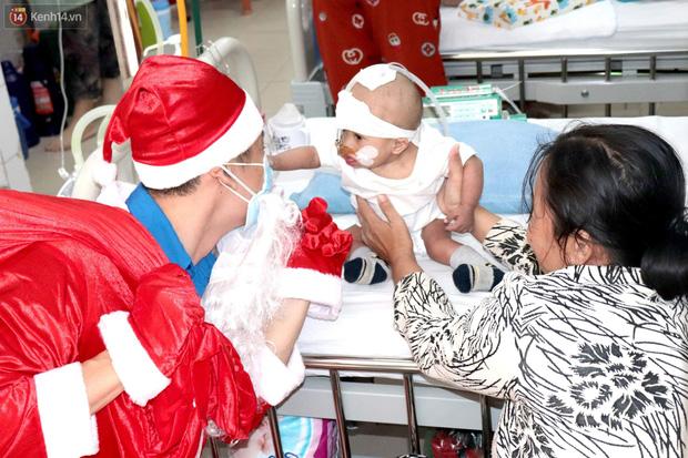 Nghẹn lòng những lá thư gửi ông già Noel ở bệnh viện nhi: Cầu mong ông ban phép màu cho con hết bệnh về với gia đình - Ảnh 14.