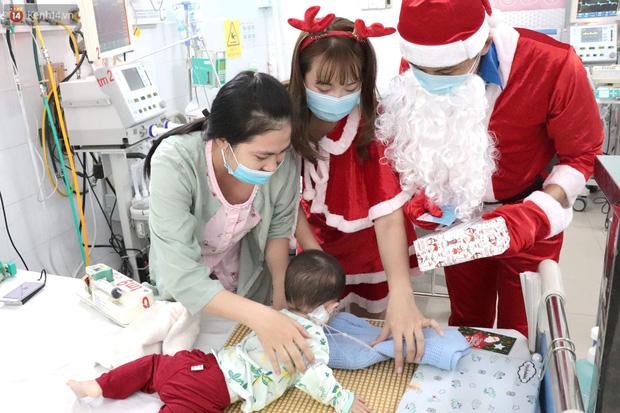 Nghẹn lòng những lá thư gửi ông già Noel ở bệnh viện nhi: Cầu mong ông ban phép màu cho con hết bệnh về với gia đình - Ảnh 4.