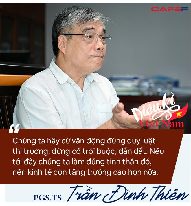 PGS.TS Trần Đình Thiên: Phải coi Vingroup, Thaco… là những tập đoàn lãnh sứ mệnh quốc gia chứ không chỉ tài sản riêng của ông nọ, ông kia! - Ảnh 3.