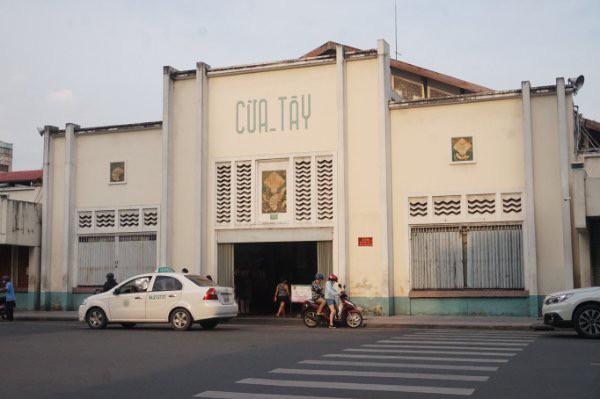 Cuối năm, chợ Bến Thành đìu hiu ngóng khách - Ảnh 2.