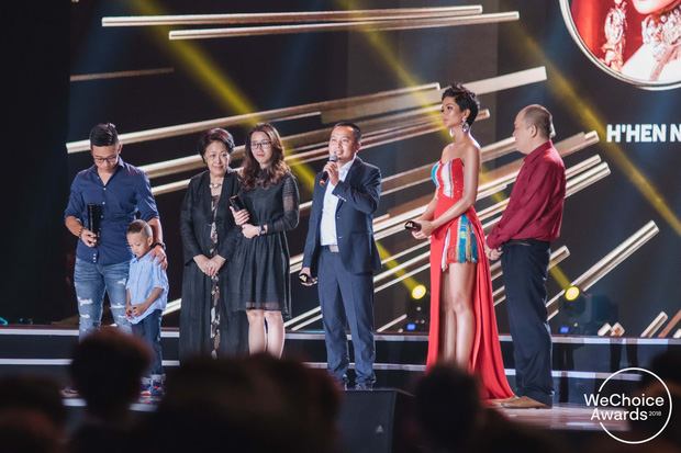 Hành trình 7 năm của WeChoice Awards: Dấu ấn diệu kỳ của tình yêu, tình người và những niềm tự hào mang tên Việt Nam - Ảnh 54.