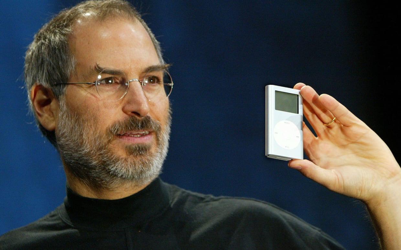Điều gì khiến áo cổ lọ trở thành trang phục không thể thiếu của giới nghệ sĩ, doanh nhân: Steve Jobs mua hơn trăm cái, khuấy đảo làng thời trang thế kỷ 20?