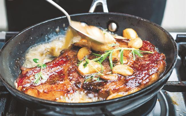 """Chuyên gia dinh dưỡng chỉ đích danh 6 thói quen nấu nướng quen thuộc nhưng """"tai hại"""" cho sức khỏe: Khi nấu ăn cho gia đình cần rất lưu ý để tránh rước bệnh"""