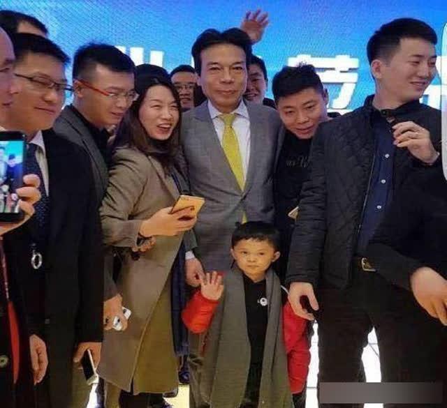 Cậu bé đổi đời sau một đêm nhờ danh hiệu Tiểu Jack Ma nhưng lại lần nữa rơi vào cảnh loay hoay, khổ sở vì phạm phải sai lầm của đa số người nghèo - Ảnh 2.