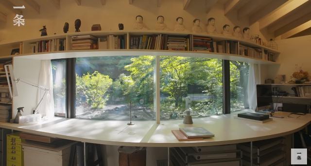 """Nữ nhiếp ảnh gia 65 tuổi người Nhật vào rừng xây nhà, ở một mình, chơi với mèo: """"Phụ nữ phải tự lập, sống cho bản thân chính là sự nghiệp cả đời""""!  - Ảnh 5."""