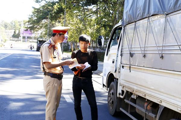 Xe khách vi phạm tốc độ 550 lần/tháng ở Lâm Đồng - Ảnh 1.
