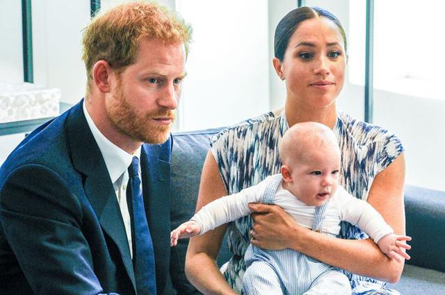 Vợ chồng Meghan Markle tiết lộ thông tin mới về bé Archie khiến dư luận phẫn nộ, yêu cầu giải cứu đứa trẻ ngay lập tức - Ảnh 1.