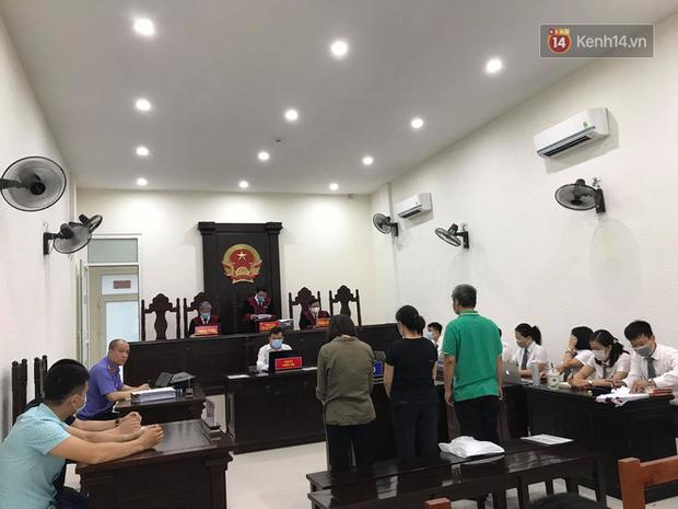 Xử phúc thẩm vụ học sinh trường Gateway tử vong trên xe đưa đón: Bị cáo Nguyễn Thị Bích Quy và Doãn Quý Phiến quay lại xin lỗi gia đình bị hại - Ảnh 2.