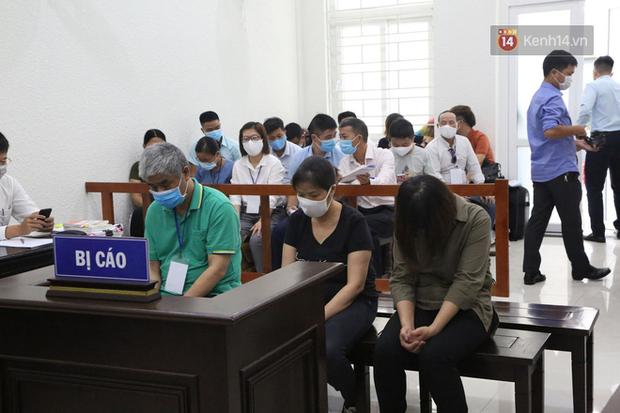 Xử phúc thẩm vụ học sinh trường Gateway tử vong trên xe đưa đón: Bị cáo Nguyễn Thị Bích Quy và Doãn Quý Phiến quay lại xin lỗi gia đình bị hại - Ảnh 3.
