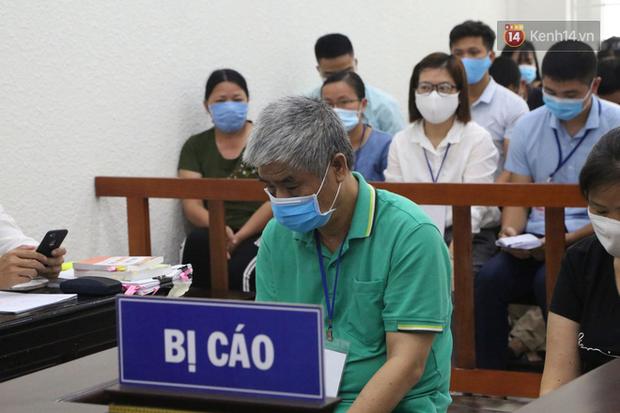 Xử phúc thẩm vụ học sinh trường Gateway tử vong trên xe đưa đón: Bị cáo Nguyễn Thị Bích Quy và Doãn Quý Phiến quay lại xin lỗi gia đình bị hại - Ảnh 4.