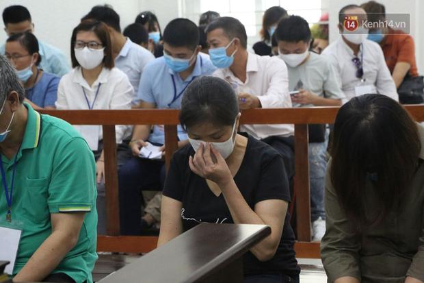 Xử phúc thẩm vụ học sinh trường Gateway tử vong trên xe đưa đón: Bị cáo Nguyễn Thị Bích Quy và Doãn Quý Phiến quay lại xin lỗi gia đình bị hại - Ảnh 5.