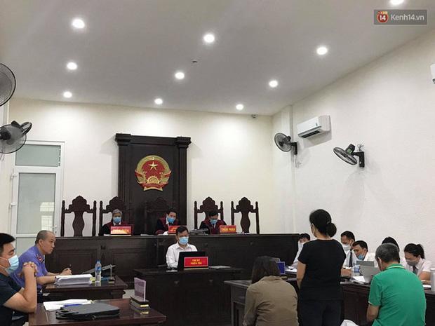 Xử phúc thẩm vụ học sinh trường Gateway tử vong trên xe đưa đón: Bị cáo Nguyễn Thị Bích Quy và Doãn Quý Phiến quay lại xin lỗi gia đình bị hại - Ảnh 6.