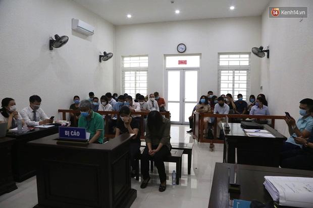 Xử phúc thẩm vụ học sinh trường Gateway tử vong trên xe đưa đón: Bị cáo Nguyễn Thị Bích Quy và Doãn Quý Phiến quay lại xin lỗi gia đình bị hại - Ảnh 7.