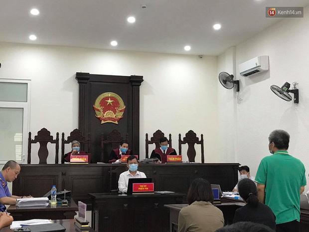 Xử phúc thẩm vụ học sinh trường Gateway tử vong trên xe đưa đón: Bị cáo Nguyễn Thị Bích Quy và Doãn Quý Phiến quay lại xin lỗi gia đình bị hại - Ảnh 8.