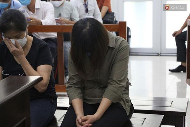 Xử phúc thẩm vụ học sinh trường Gateway tử vong trên xe đưa đón: Bị cáo Nguyễn Thị Bích Quy và Doãn Quý Phiến quay lại xin lỗi gia đình bị hại - Ảnh 9.