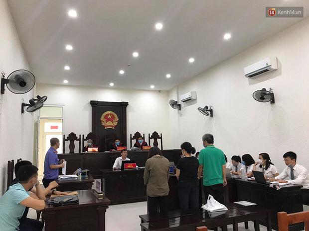 Xử phúc thẩm vụ học sinh trường Gateway tử vong trên xe đưa đón: Bị cáo Nguyễn Thị Bích Quy và Doãn Quý Phiến quay lại xin lỗi gia đình bị hại - Ảnh 10.