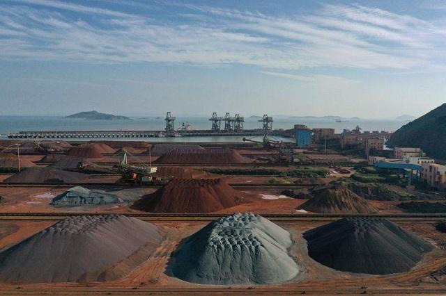 Giá quặng sắt tương lai tại Trung Quốc giảm liên tiếp - Ảnh 1.