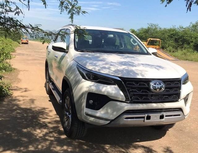 Chưa hết bom tấn, Toyota Việt Nam sắp tổng lực ra mắt Hilux, Fortuner, Innova và cả Vios mới, quyết sắp xếp lại thị trường - Ảnh 3.