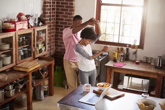 Căng thẳng, kiệt sức vì công việc: Chuyên gia tâm lý tư vấn 5 thói quen nhỏ giúp bạn thoát khỏi mối tơ vò, ai cũng nên thực hiện đều đặn - Ảnh 2.