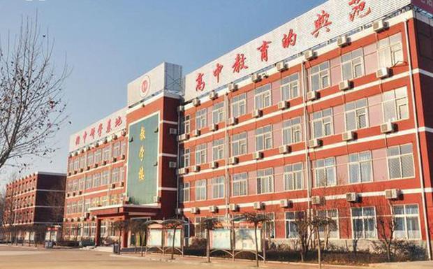Bên trong trường chuyên khắc nghiệt hàng đầu Trung Quốc: Học 15 tiếng/ngày, phải xây rào chắn ngăn học sinh tự tử - Ảnh 2.