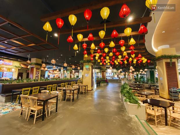 Chùm ảnh: Trung tâm Aeon Mall Bình Tân vắng tanh, đìu hiu chưa từng có giữa dịch Covid-19 - Ảnh 9.