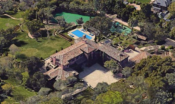 Nhờ Thái tử Charles mua biệt thự mới trị giá hơn 200 tỷ đồng, nhà Meghan Markle bị tố trục lợi, chi tiết về căn biệt thự khiến nhiều người choáng váng - Ảnh 1.