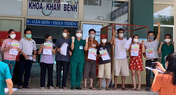 Thêm 10 bệnh nhân Covid-19 tại Đà Nẵng xuất viện - Ảnh 1.