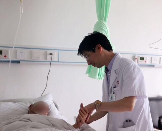 Người đàn ông khỏe mạnh bỗng đột tử sau 15 ngày bị đau răng, nguyên nhân sẽ khiến nhiều người giật mình xem lại bản thân - Ảnh 1.