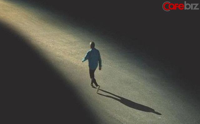 Thế giới của người trưởng thành, chẳng có ai không tủi thân: Tủi thân xong rồi, vẫn phải tiến về phía trước!  - Ảnh 1.