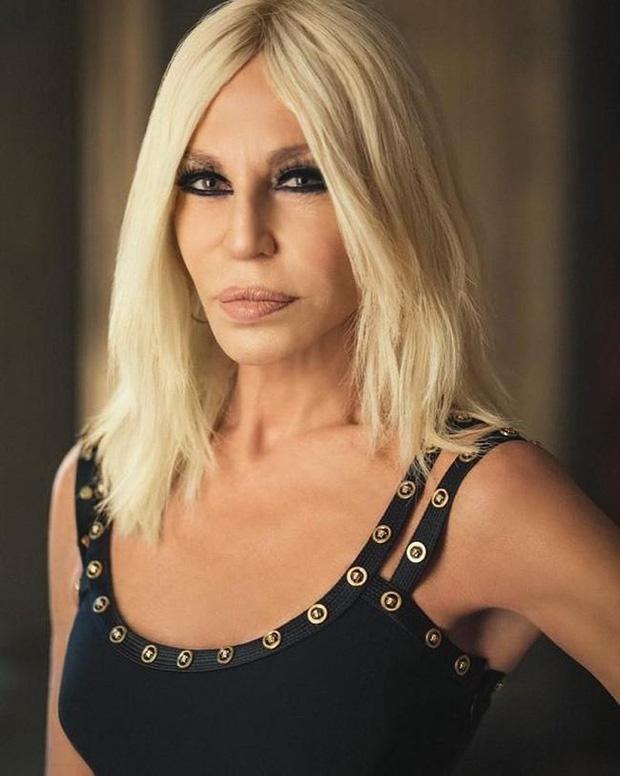Cuộc đời đầy nước mắt phía sau ánh hào quang của Nữ vương đế chế Versace: Từ búp bê sống của anh trai đến thảm hoạ thẩm mỹ thời đại - Ảnh 15.