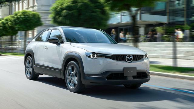 Mazda đi ngược các đối thủ với mẫu xe mở cửa kiểu Rolls-Royce này - Ảnh 1.