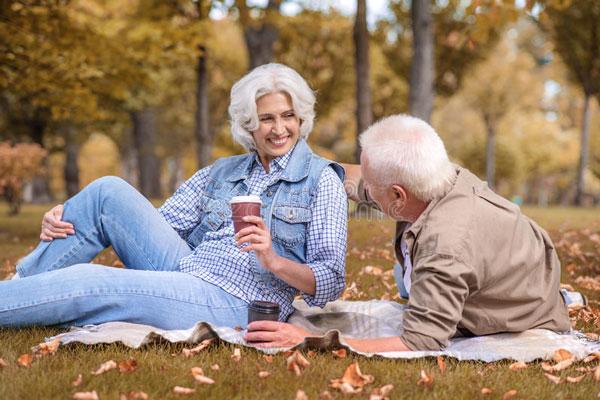 Đời người đạt được 3 điều này ở tuổi trung niên đã đủ viên mãn: Cuộc đời rất đắt, đừng quá tham lam, để sự bận rộn rút cạn sức khỏe - Ảnh 2.