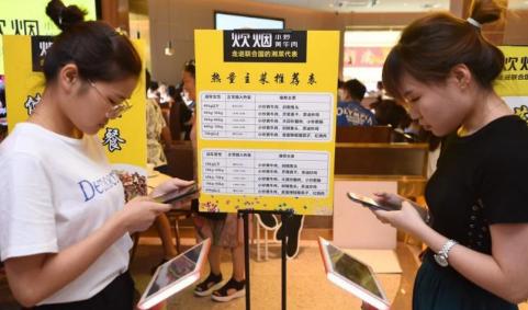 Nhà hàng Trung Quốc nhận hàng chục triệu lượt 'phẫn nộ' khi yêu cầu thực khách cân trọng lượng trước khi gọi món - Ảnh 1.