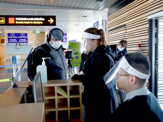 Đi máy bay trong thời buổi dịch bệnh nguy hiểm đến mức nào và câu trả lời tới từ khoa học - Ảnh 2.