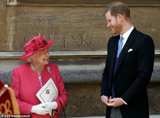 Thực hư tin đồn Harry từng nặng lời với cả Nữ hoàng Anh để bảo vệ Meghan Markle ngay trước ngày hôn lễ diễn ra - Ảnh 4.