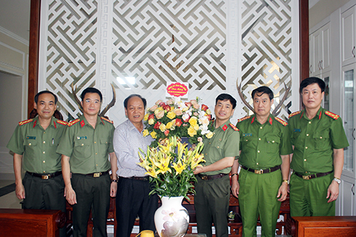 Tri ân, thăm hỏi nguyên lãnh đạo Công an tỉnh Hòa Bình - Ảnh 9.