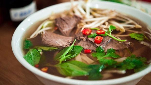 Dân mạng Việt xôn xao với bát phở giá 115 triệu đồng của nhà hàng Mỹ: Đắt đỏ nhưng từ nước dùng đã nấu sai hoàn toàn - Ảnh 1.