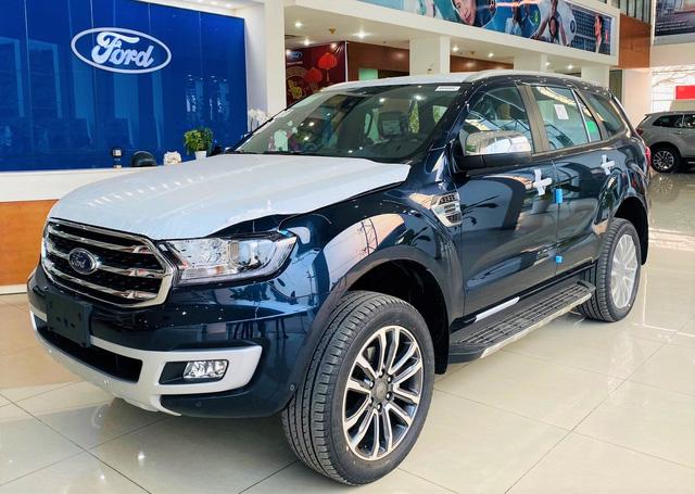 Đại lý dọn kho Ford Everest: Giảm kỷ lục 200 triệu đồng, thấp nhất từ trước tới nay tại Việt Nam - Ảnh 1.