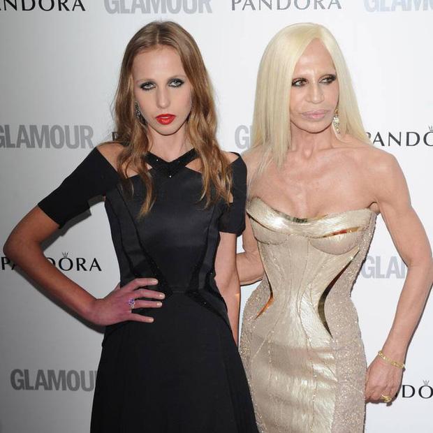 Cuộc sống như địa ngục của Ái nữ đế chế Versace: Thừa kế công ty khi mới 11 tuổi, tài sản hàng trăm triệu đô nhưng không có lấy một ngày vui vẻ - Ảnh 5.