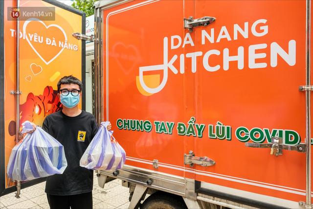 Những vị khách bị mắc kẹt ở Đà Nẵng góp cơm 5 sao cho tuyến đầu chống dịch: Mình nên làm một việc gì đó để giúp đỡ cho thành phố này! - Ảnh 18.