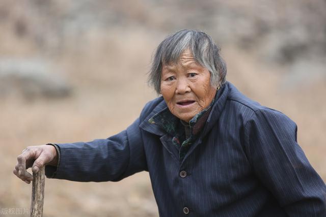 Cụ bà thọ 103 tuổi nhưng xương chắc khỏe như người mới 60 khiến bác sĩ cũng phải sửng sốt: Bí quyết không phải là đi bộ nhiều mà ở 2 điều này - Ảnh 1.