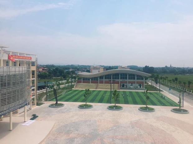 Kiến trúc sang chảnh hàng trăm tỷ đồng của các trường THPT Chuyên ở Việt Nam: Vị trí số 1 gây bất ngờ nhất - Ảnh 2.