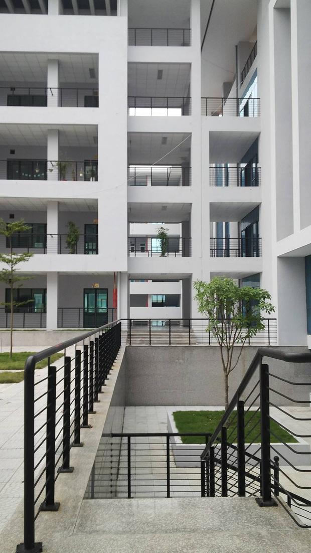 Kiến trúc sang chảnh hàng trăm tỷ đồng của các trường THPT Chuyên ở Việt Nam: Vị trí số 1 gây bất ngờ nhất - Ảnh 11.
