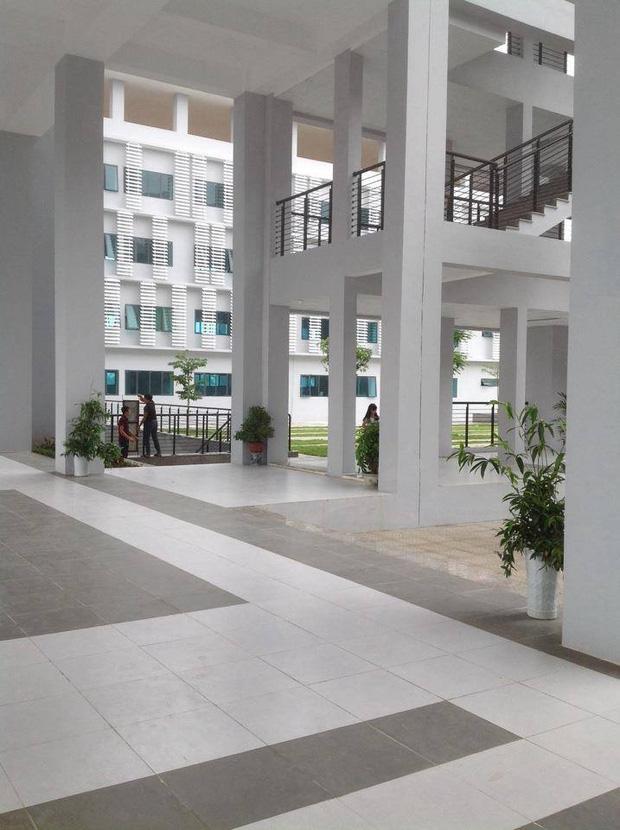 Kiến trúc sang chảnh hàng trăm tỷ đồng của các trường THPT Chuyên ở Việt Nam: Vị trí số 1 gây bất ngờ nhất - Ảnh 13.