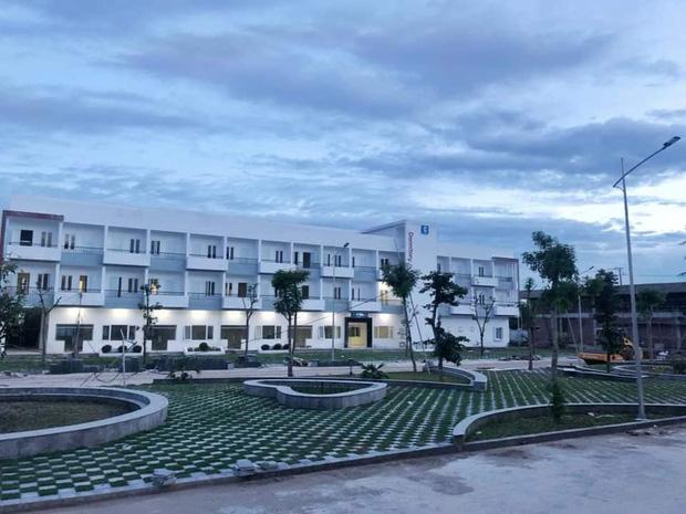 Kiến trúc sang chảnh hàng trăm tỷ đồng của các trường THPT Chuyên ở Việt Nam: Vị trí số 1 gây bất ngờ nhất - Ảnh 16.