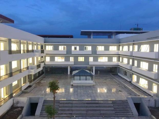 Kiến trúc sang chảnh hàng trăm tỷ đồng của các trường THPT Chuyên ở Việt Nam: Vị trí số 1 gây bất ngờ nhất - Ảnh 17.